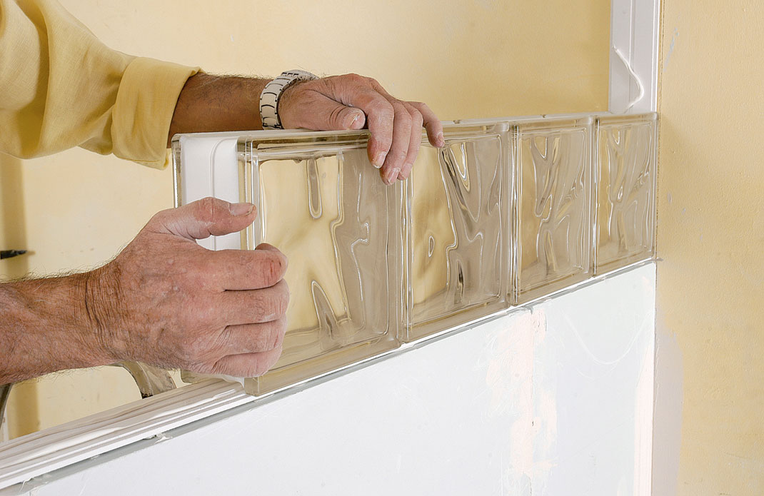 Cloison en briques de verre bricolage avec robert - Pose carreaux de verre ...