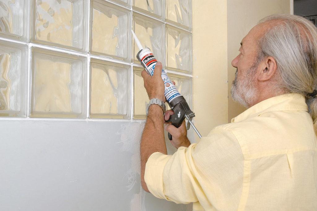 Cloison en briques de verre bricolage avec robert - Poser des briques de verre dans une cloison ...