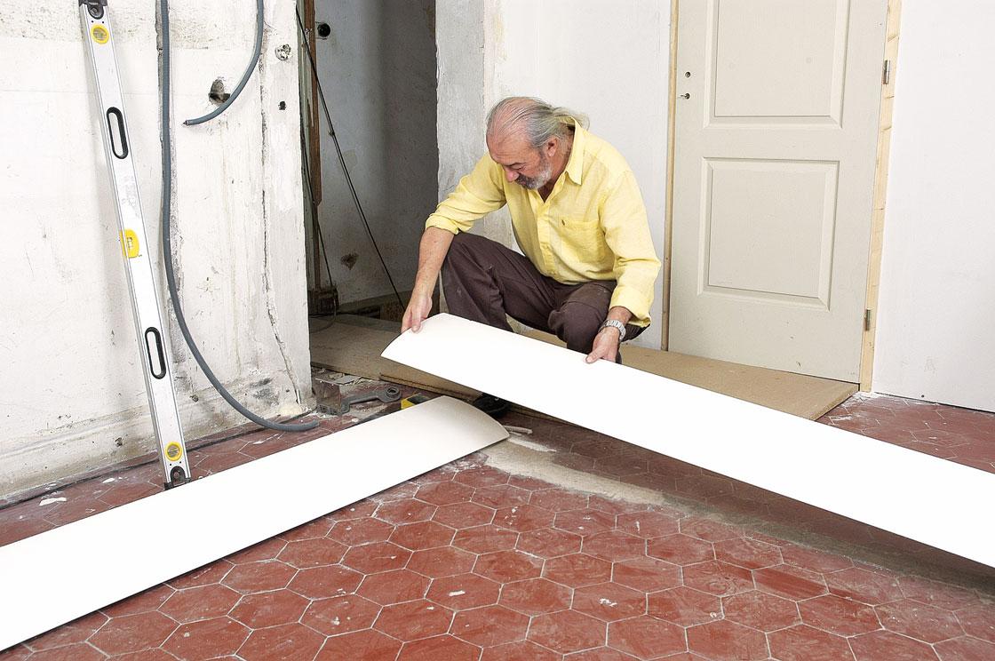 Poser une corniche d 39 clairage indirect bricolage avec for Decoupe angle corniche