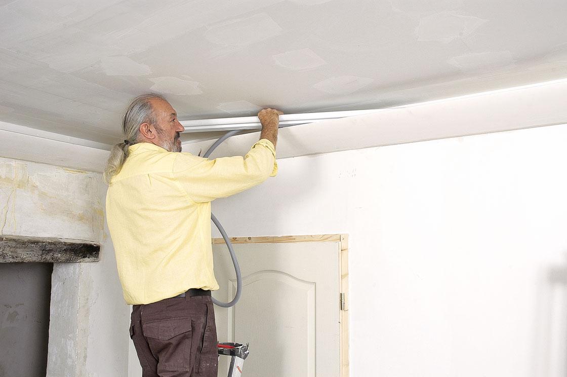 Poser une corniche d 39 clairage indirect bricolage avec robert - Eclairage plafond avec poutres ...