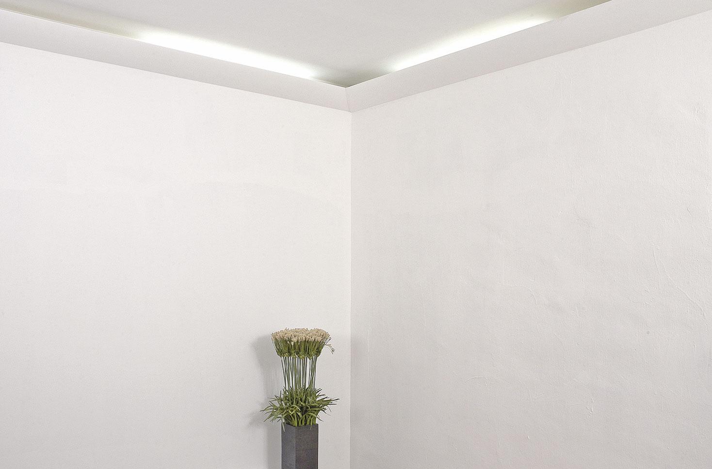 Poser une corniche d 39 clairage indirect bricolage avec for Corniche plafond bois