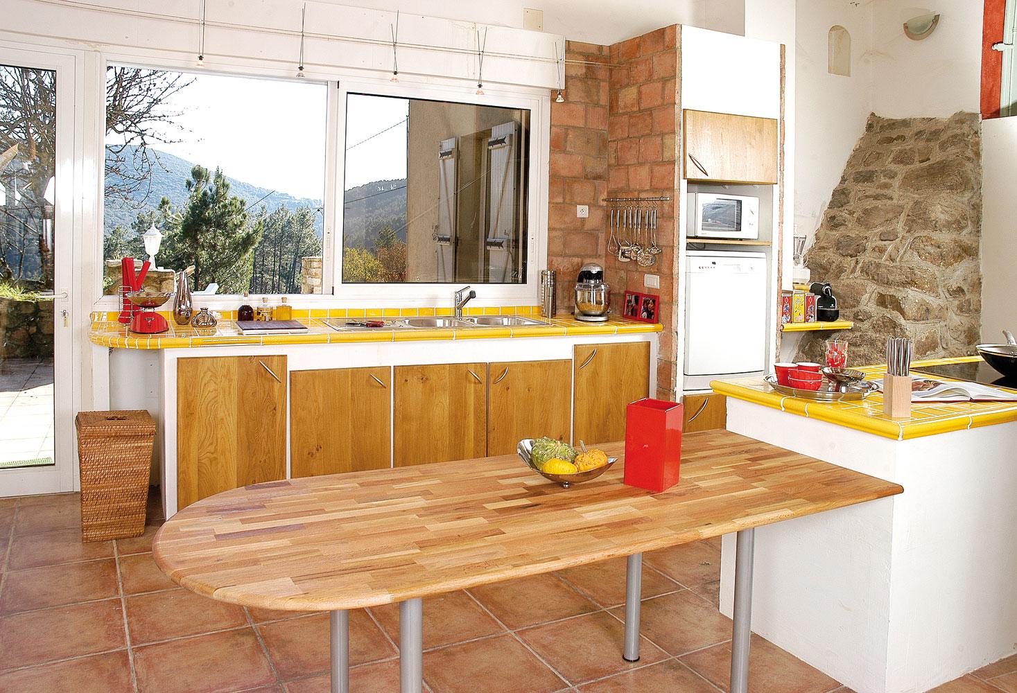Une cuisine en mat riaux naturels 1 re partie les placards en ch ne bri - Cuisine carreaux de platre ...