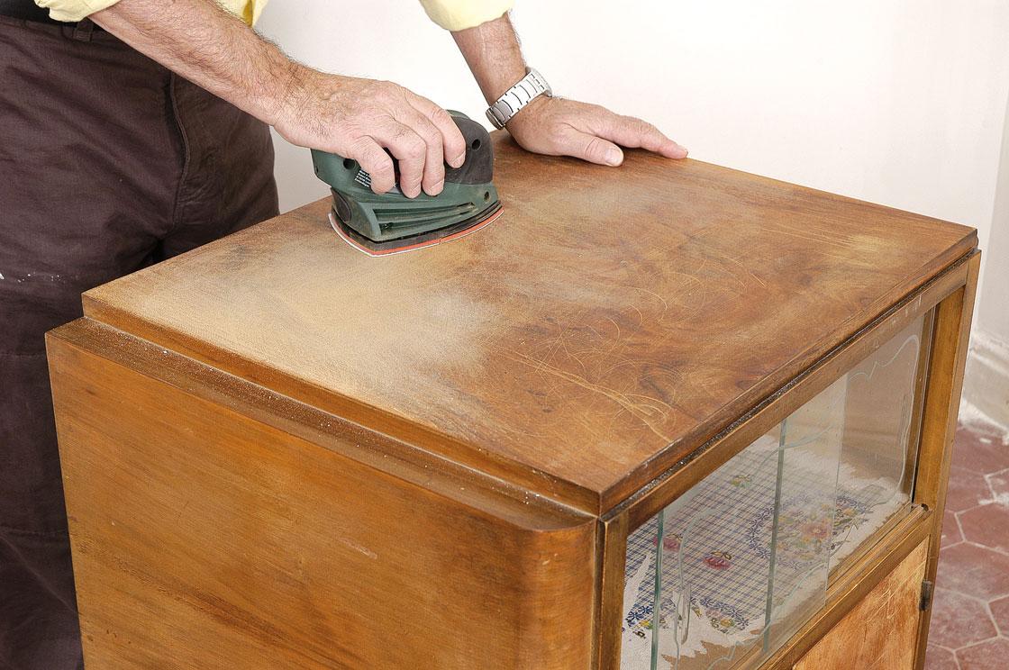 Peindre un meuble en bois verni photos de conception de for Peindre meuble en bois