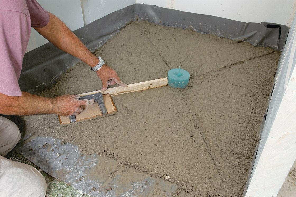 Douche l 39 italienne dans une salle de bains en teck - Fabriquer sa douche italienne ...