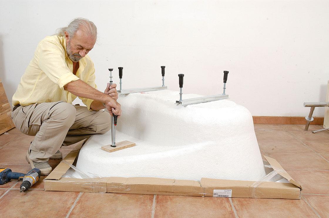 Salle de bains en teck pose de la baignoire bricolage avec robert - Pose baignoire acrylique ...