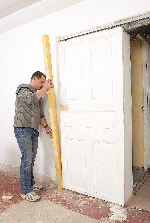 Cr er une porte coulissante bricolage avec robert - Habillage porte coulissante ...