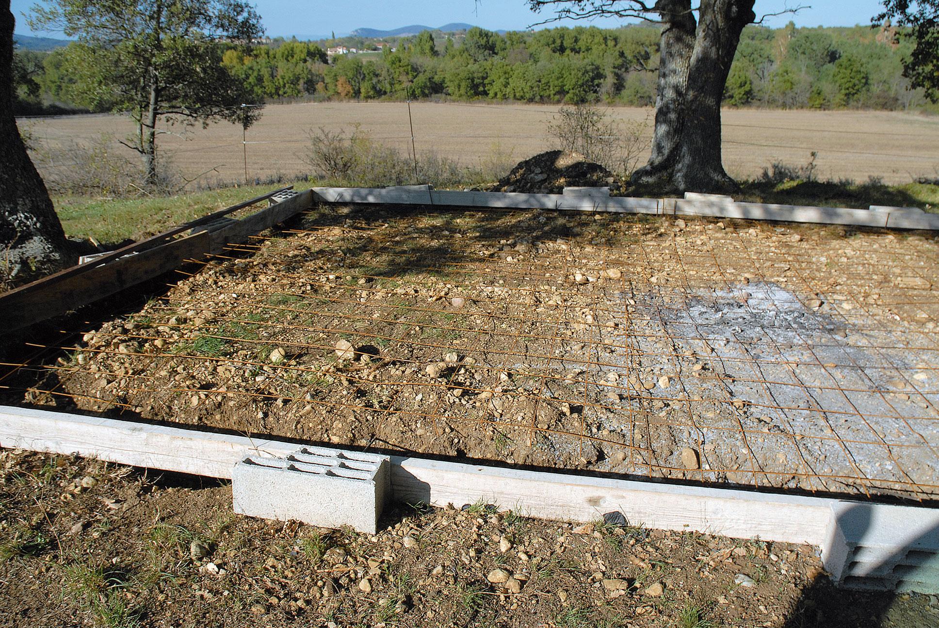 Construire un abri avec du bois de r cup bricolage avec robert - Construire un plancher beton ...