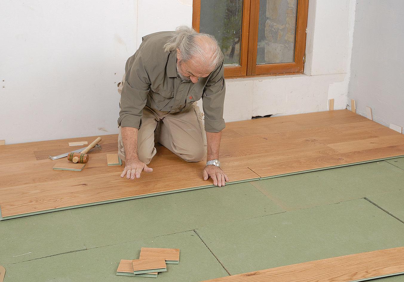 poser du parquet flottant bricolage avec robert. Black Bedroom Furniture Sets. Home Design Ideas