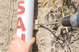 Les tubes de descentes sont fixés par le système de doubles pattes, ce qui permet un démontage facile pour crépir ou peindre la façade.