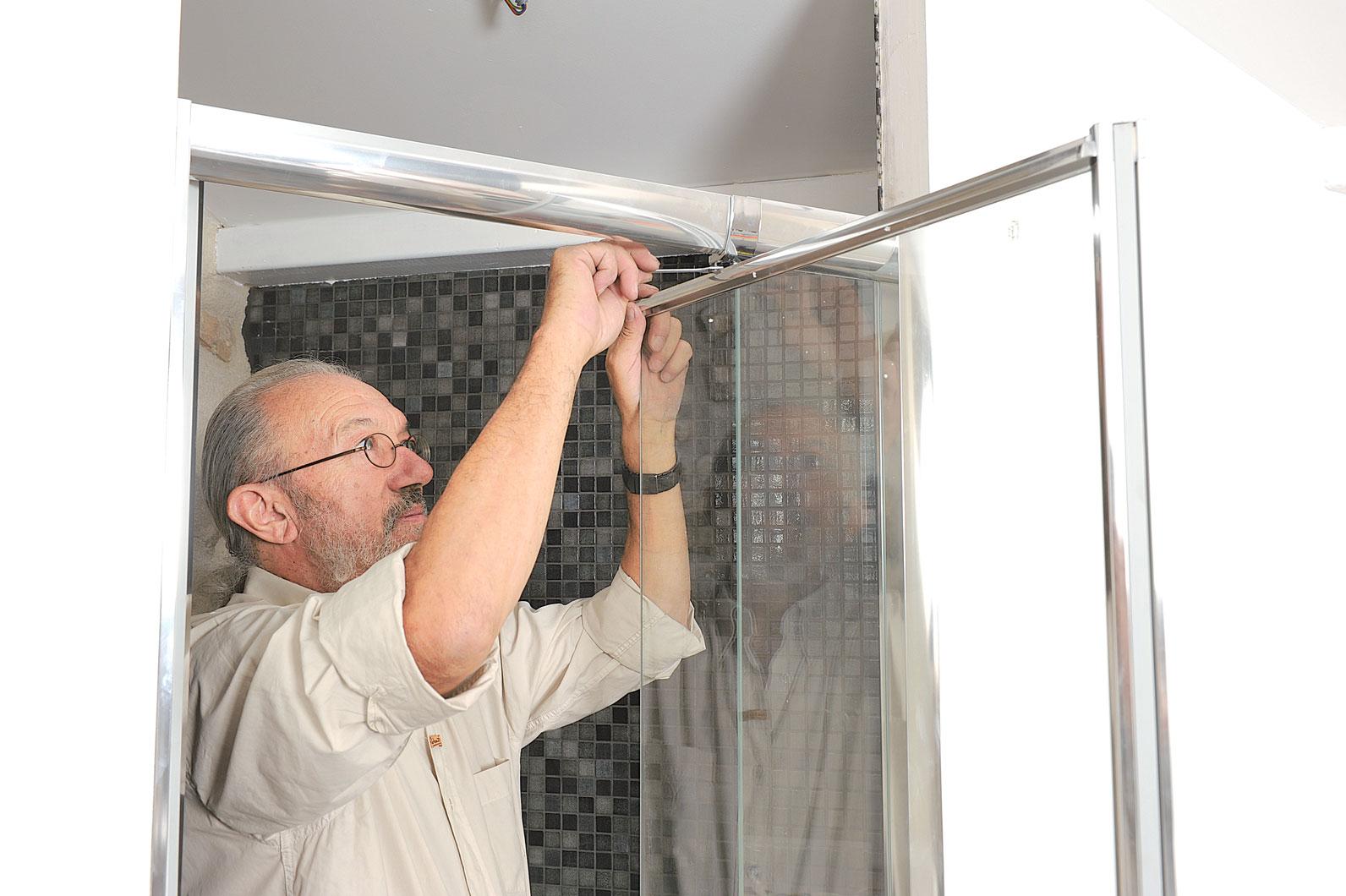 Porte de douche pivotante r glable en largeur bricolage avec robert - Porte douche plastique ...