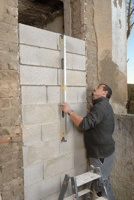 Murer une porte en parpaings bricolage avec robert for Monter une porte de garage