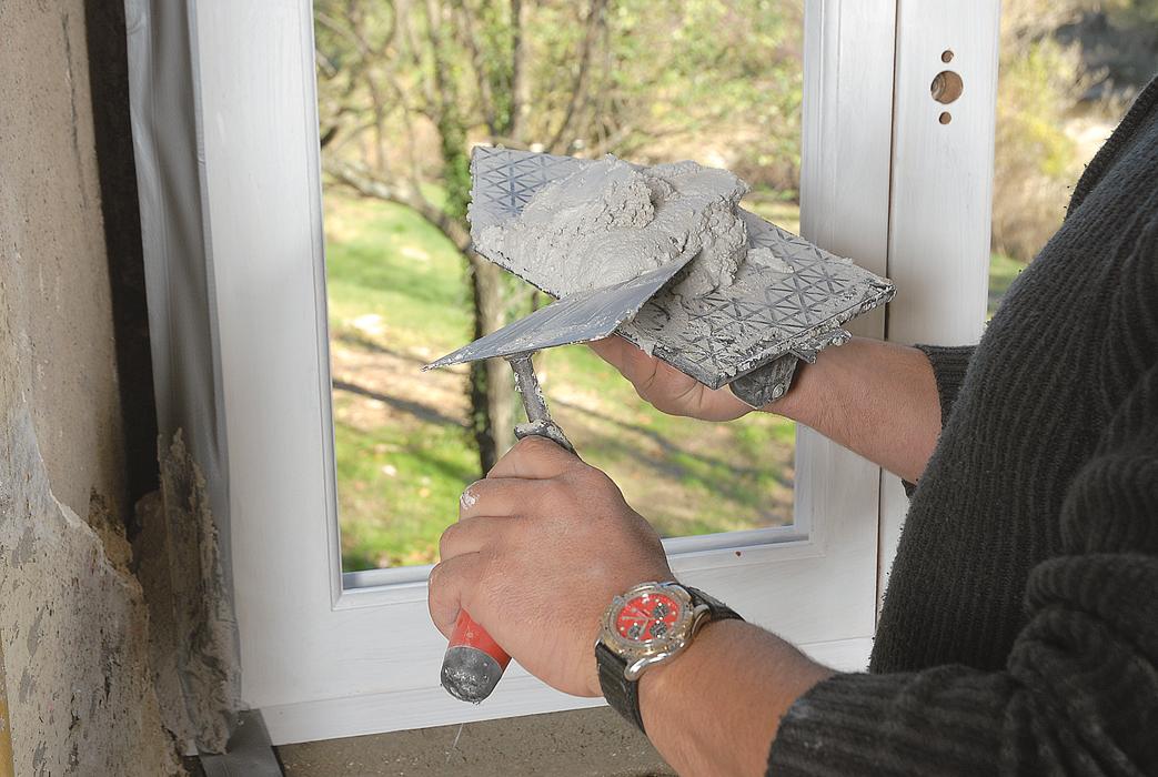 poser une fen tre en bois technique de scellement bricolage avec robert. Black Bedroom Furniture Sets. Home Design Ideas