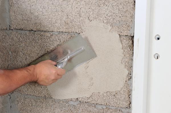 Appliquer un enduit de finition la chaux bricolage for Appliquer un enduit de facade