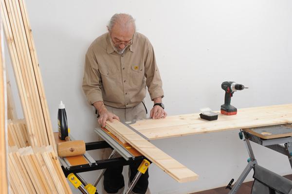Fabriquer une porte en bois massif bricolage avec robert - Fabriquer une porte de grange ...