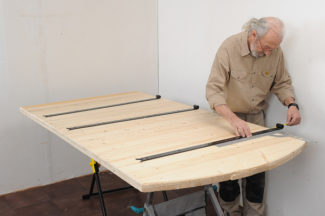 Fabriquer une porte en bois massif bricolage avec robert - Fabriquer porte de grange ...