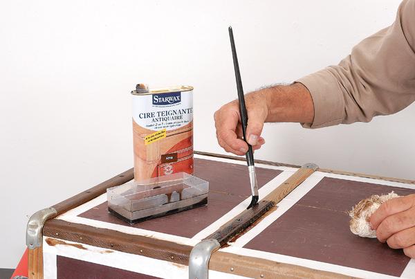 relooking d une vieille malle en bois bricolage avec robert. Black Bedroom Furniture Sets. Home Design Ideas