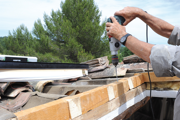 Poser une fen tre de toit sans monter sur le toit for Installer fenetre de toit