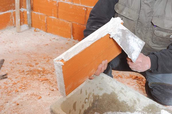 Construire un doublage en briques bricolage avec robert for Monter un mur en brique
