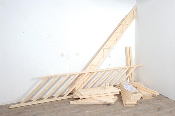 Monter un escalier en bois quart tournant en kit bricolage avec robert - Comment poser une rampe d escalier ...