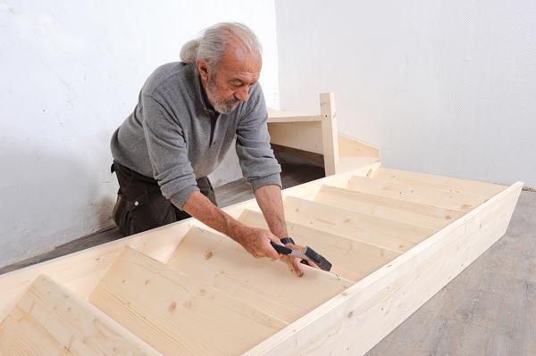 monter un escalier en bois quart tournant en kit bricolage avec robert. Black Bedroom Furniture Sets. Home Design Ideas
