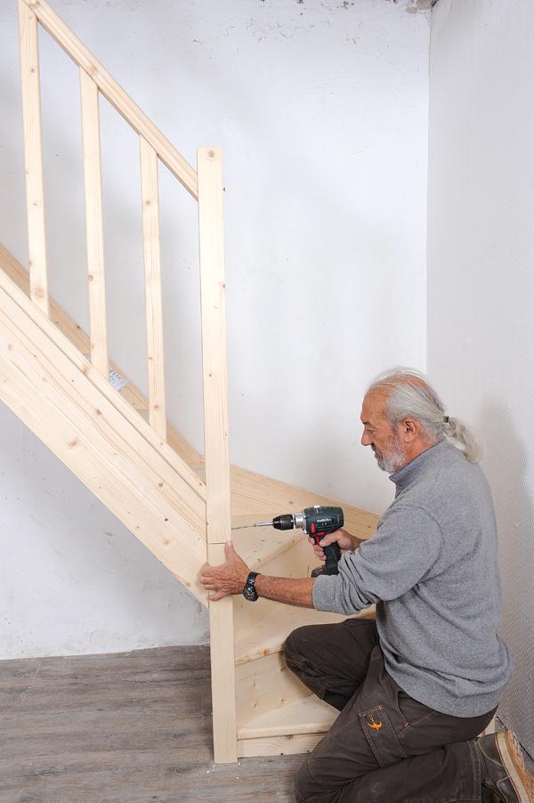 monter un escalier en bois quart tournant en kit bricolage avec robert. Black Bedroom Furniture Sets. Home Design Ideas