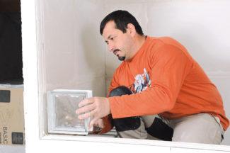 Bricolage avec Robert-mur en brique de verre-10