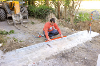 Bricolage avec Robert-pilier en pierre-01