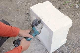 Bricolage avec Robert-pilier en pierre-18