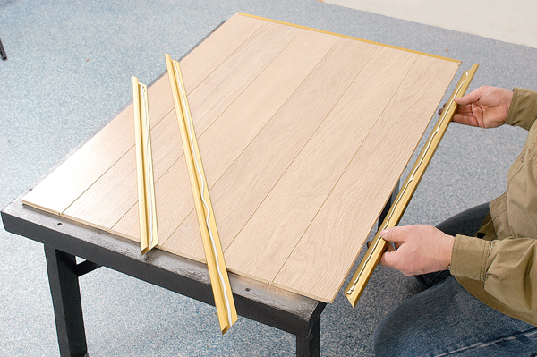 une table basse d appoint pliante bricolage avec robert. Black Bedroom Furniture Sets. Home Design Ideas