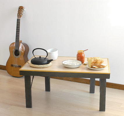 Une table basse d appoint pliante bricolage avec robert - Table basse gain de place ...