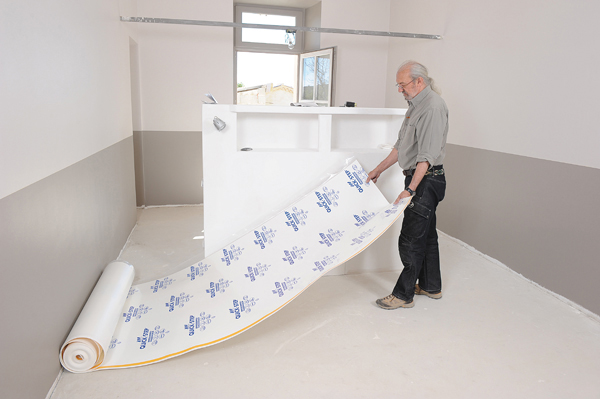 Pose parquet mur pas droit les derni res for Poser du parquet sur du carrelage avec chauffage au sol