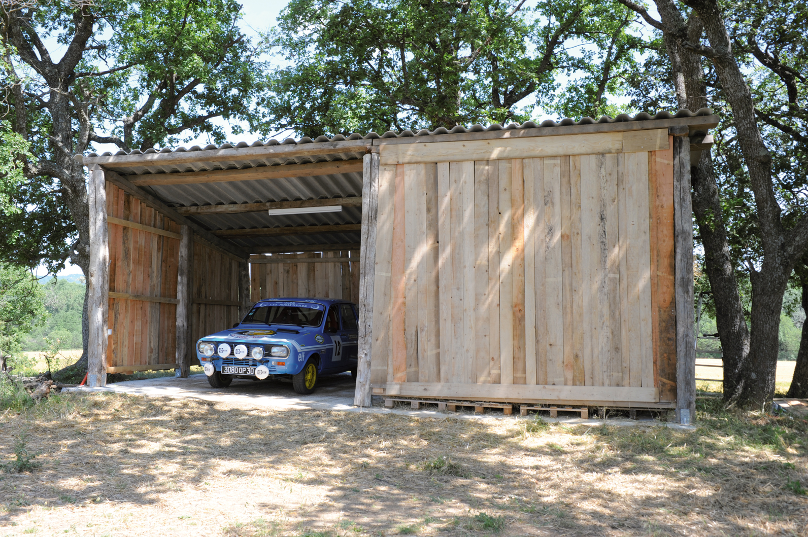 Construire un abri avec du bois de r cup bricolage avec for Comconstruction d un abri de jardin