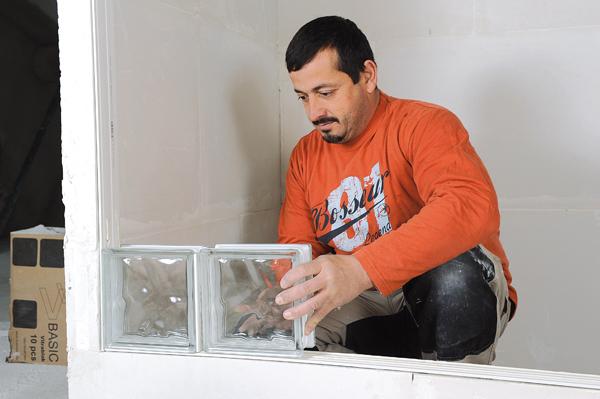 Bricolage avec Robert-mur en brique de verre-14