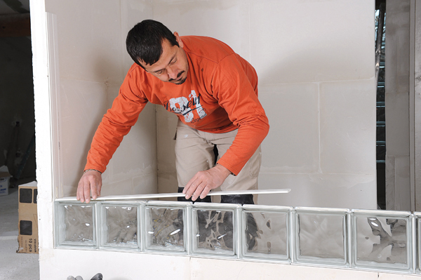 Bricolage avec Robert-mur en brique de verre-23