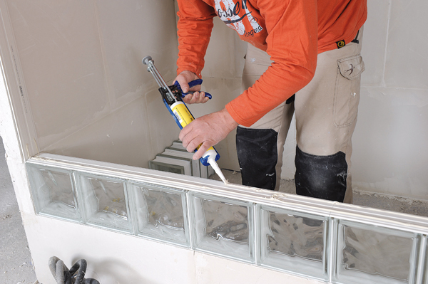 Bricolage avec Robert-mur en brique de verre-25