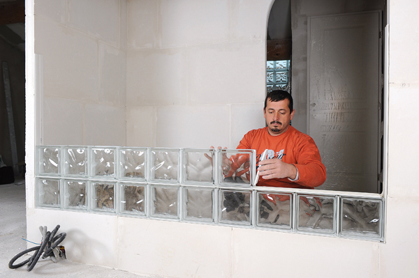 Bricolage avec Robert-mur en brique de verre-26